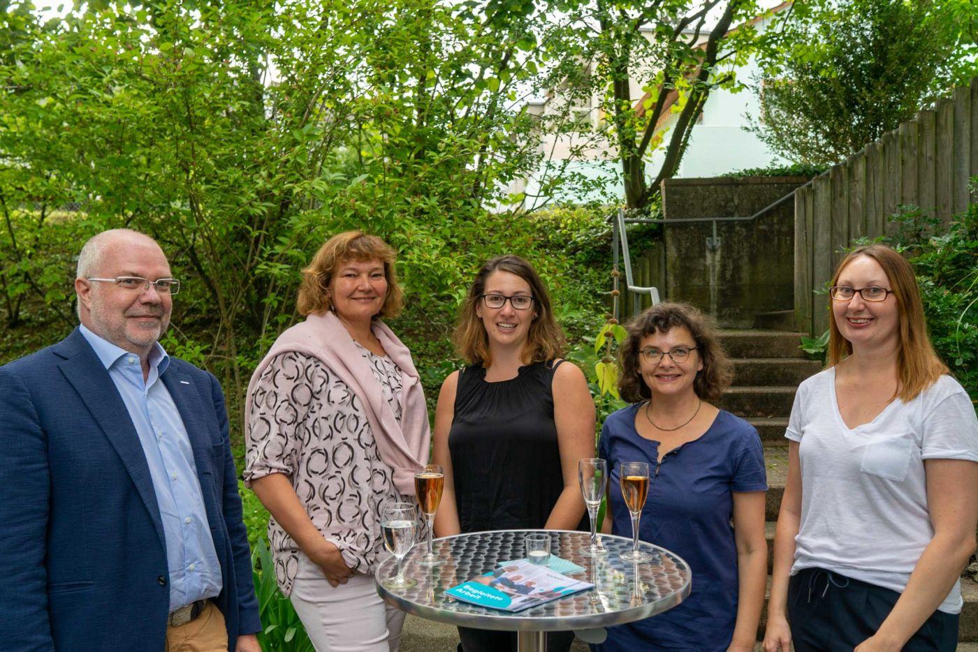 Gemütliches Sommerfest in der Wohngruppe Niederdorf | Aktuelles von inclusioplus · Arbeiten und Wohnen mitten in der Gesellschaft